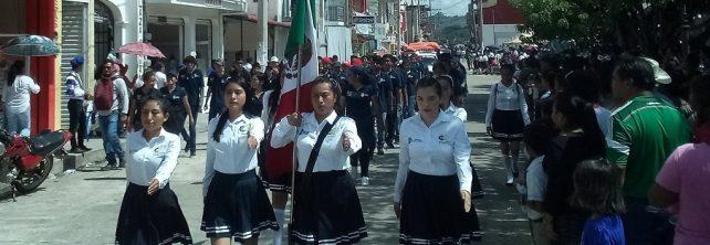 Estudiantes del TecNM campus Frontera Comalapa participan en desfile conmemorativo a la Independencia de México.