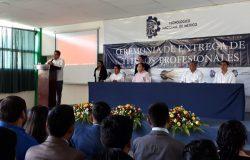 El TecNM campus Frontera Comalapa entrega títulos y cédulas profesionales a  ingenieros de las carreras de Ingeniería en Innovación Agrícola Sustentable e Ingeniería en Sistemas Computacionales.