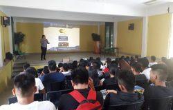 Personal docente y estudiantes de la Preparatoria del Mariscal en la Cd. de Motozintla de Mendoza, Chiapas, reciben información de oferta educativa del TecNM campus Frontera Comalapa.