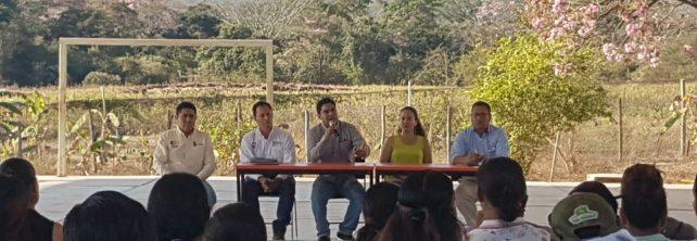Personal directivo del TecNM campus Frontera Comalapa presenta oferta educativa ante padres de familia del CECYTECH no. 15 en Chicomuselo, Chiapas.