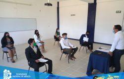 El TecNM campus Frontera Comalapa entrega títulos y cédulas profesionales a ingenieros e ingenieras de las carreras de Ingeniería en Innovación Agrícola Sustentable e Ingeniería en Sistemas Computacionales.